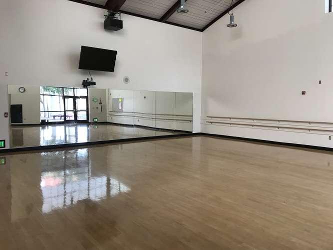 mahs94027_Dance studio_1