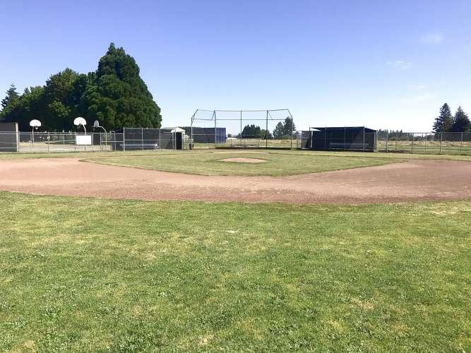 wues97124_field_baseball_1.2
