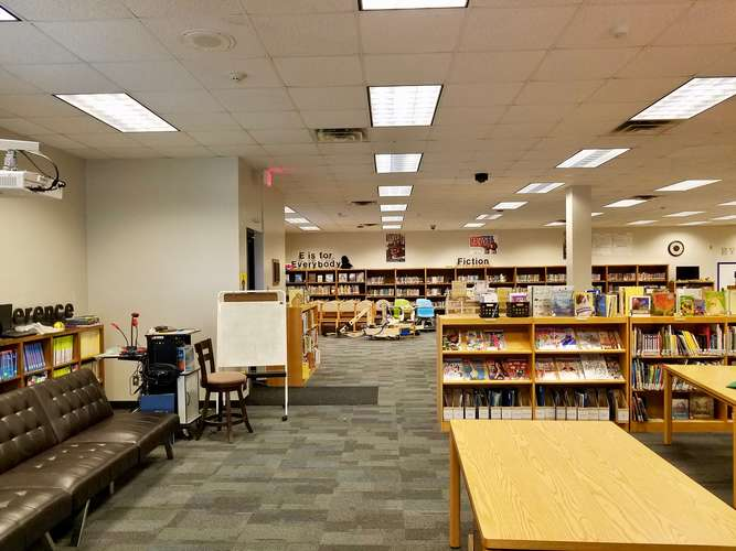 les73071_Library_2