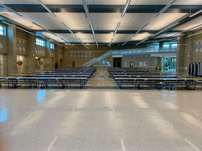 lrhs76063_Cafeteria_3