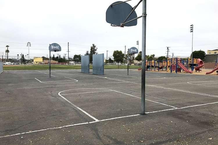 des92655_outdoor_basketballcourt_1.2