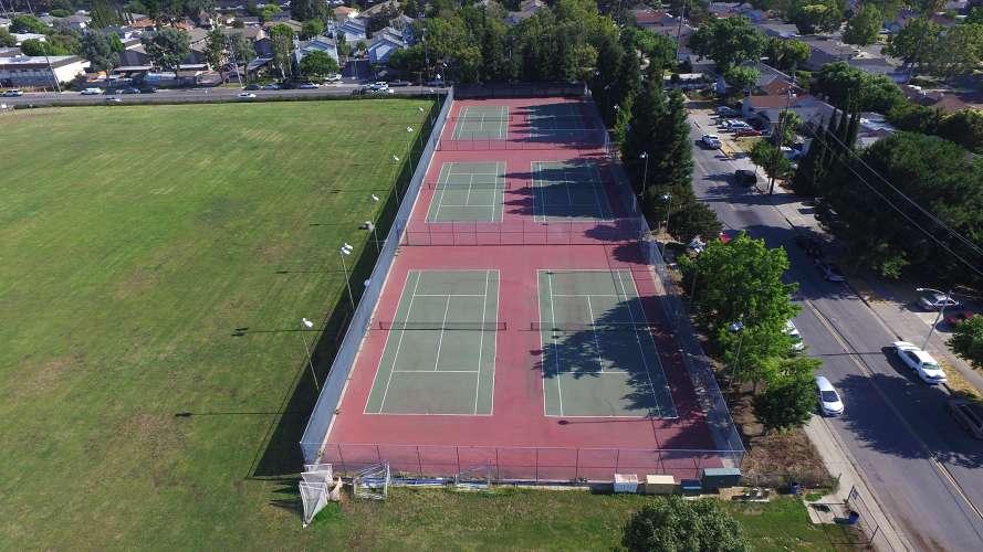bhs95117_outdoor_tennis_1.1