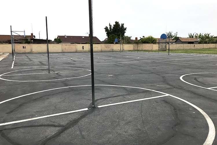 jhes92655_outdoor_basketballcourt1_1.2
