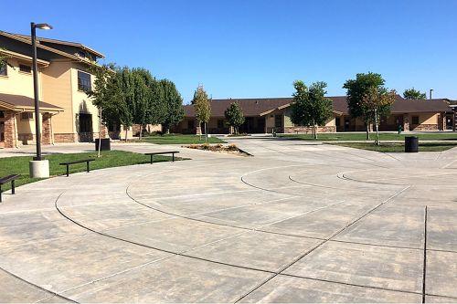 pes95212_courtyard_1