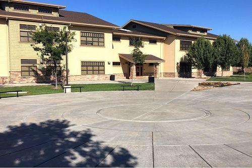 pes95212_courtyard_2