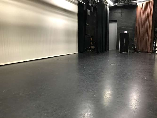 bhs85249_theater_1.5