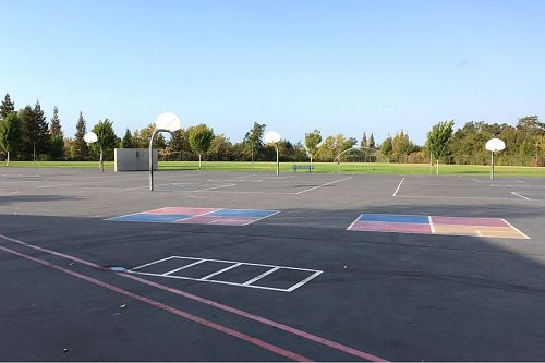 ses95677_outdoor basketball courts