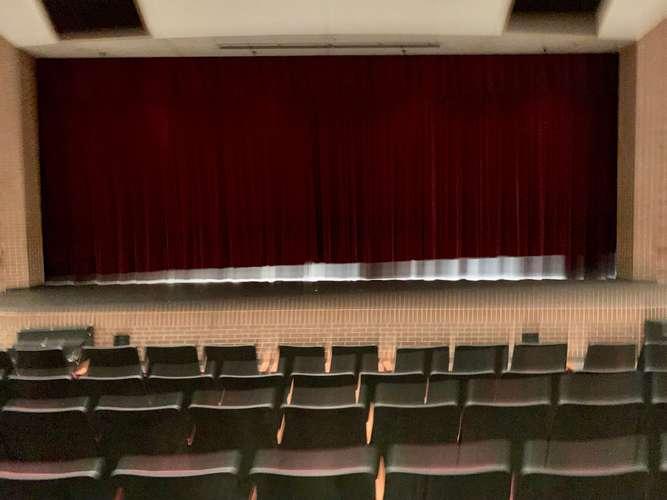 mhs76063_Theater_1