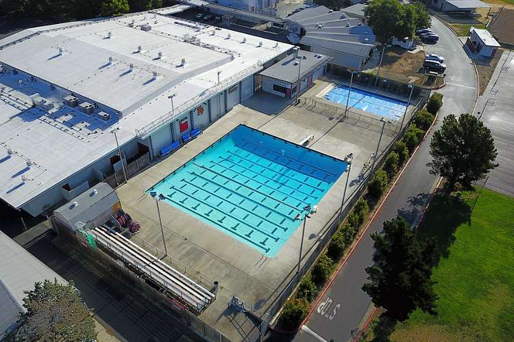 fhs94533_outdoor_pool1.1