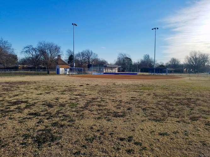 wms73069_Field - Softball 1_2