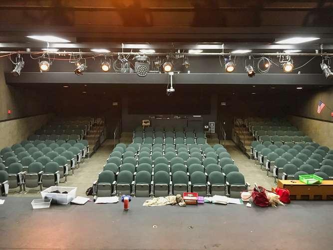 phs95682_Theater_3