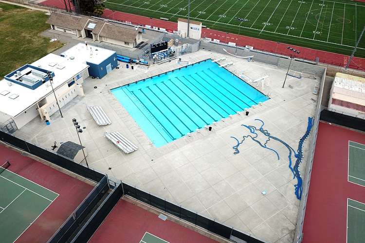 fhs94588_outdoor_pool_1.1