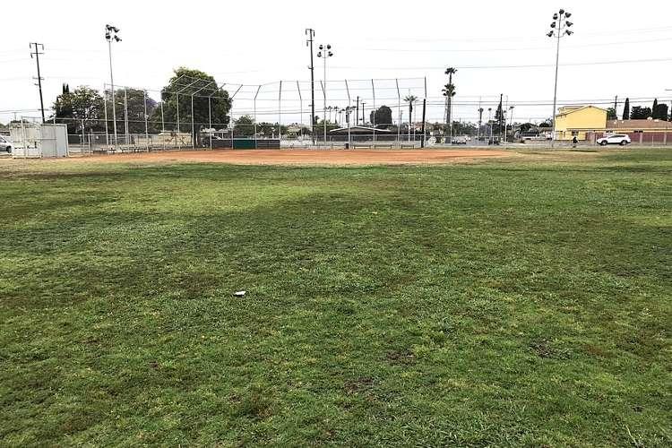 des92655_field_softball_1.1