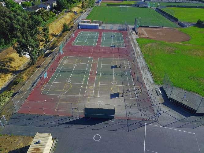 bhms95120_outdoor_tenniscourts_1.1