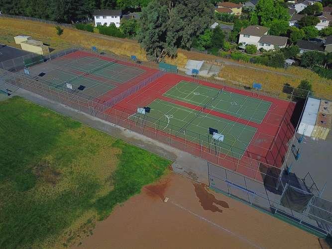 bhms95120_outdoor_tenniscourts_1.2